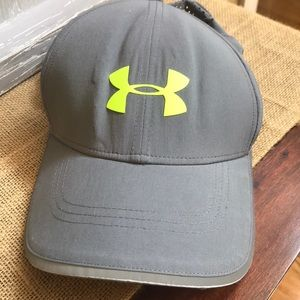 Men's Under Armour gray adjustable ball cap
